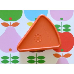 Boite triangle Tupperware...
