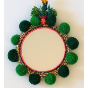 Miroir avec pompons laine vert
