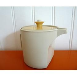 Tupperware petite carafe...