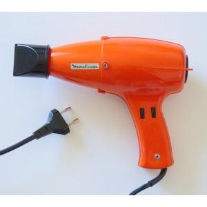 Seche-cheveux orange...