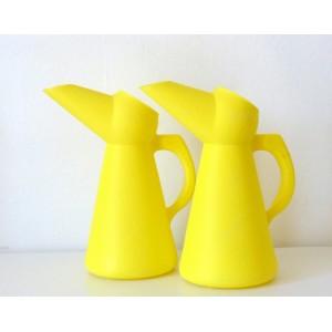 2 Arrosoirs vintage jaune vif
