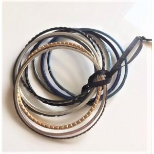 10 Bracelets en metal fin...