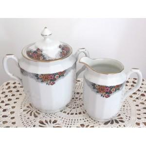 Cafetiere et Pot a lait...