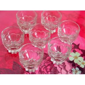 7 anciens petits verres...